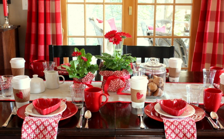 Valentines-table-and-centerpiece-for-a-Valentines-Day-breakfast-1024x635(pp_w755_h468)